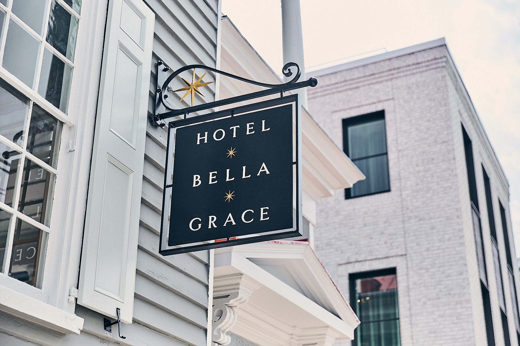 hotel bella grace sign